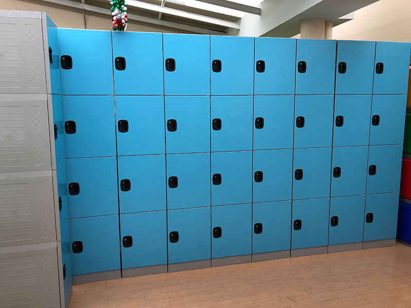 Mexican customer ordered 662 doors of blue ABS plastic changing room locker